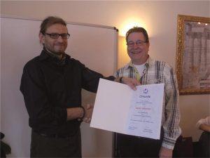 Obermeister Francois Etscheid ehrt Detlef Schnitzer