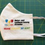Zur Begrüßung erhiletne die neuen Auszubildenden von der Malerinnung Ahrweier eine bestickte MNS-Maske